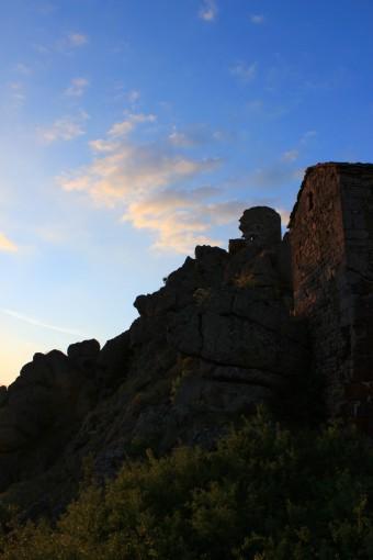 La chapelle et les ruines de Rochegude