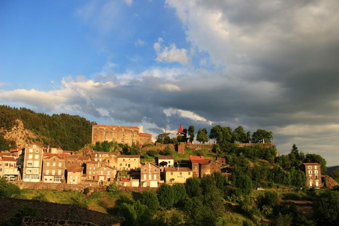 Le village de Saint Privas d'Allier, première étape des pélerins