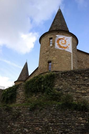 Château de Florac avec le drapeau du Parc national